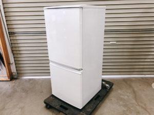 SHARPの2017年製の冷蔵庫 137L SJ-D14C-W