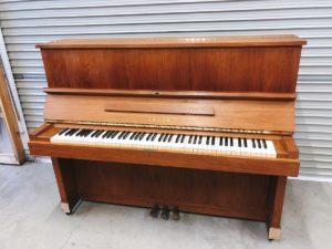 YAMAHAのアップライトピアノ W-103